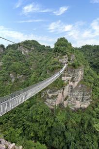 十九峰风景区的空中飞龙栈桥