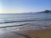 海滩朝阳倒影