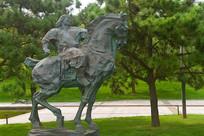 草原骑手雕塑