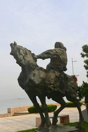 蒙古族骑手塑像