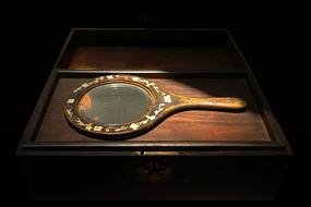 民国闺房老物件-带镜梳妆奁