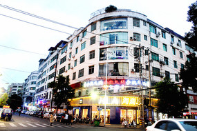 信丰县国光路旁房子