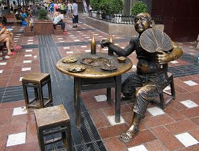 重庆解放碑好吃街吃火锅雕塑