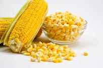 新鲜玉米粒和玉米棒