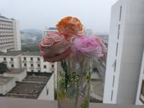 窗台上的纸雕花