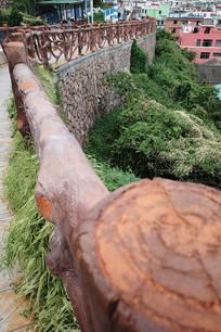 悬崖步道木栏杆