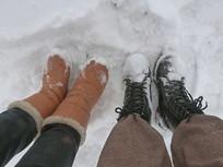 雪地里的鞋子