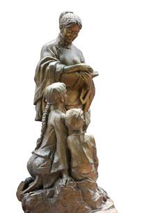 重庆三峡广场冰心塑像抠图白底
