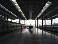 车站旅客剪影