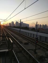 轻轨清晨阳光