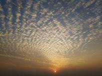 多层云海红日