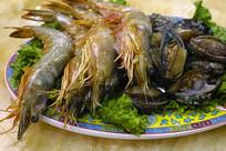 一盘涮锅海鲜拼盘 基围虾和鲍鱼