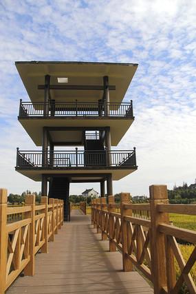 木栈道和瞭望塔