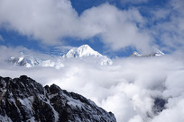 二层山遥望云雾中的贡嘎雪山