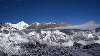 云雾之上的大雪山山脉-贡嘎、中山峰