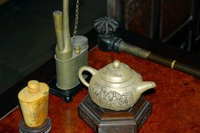 苏州留园室内陈设-古董烟具和茶具