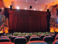 五光十色的影剧院内景