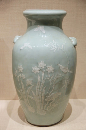 清代乾隆豆青花卉纹瓷瓶