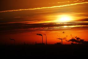 红霞满天工业城市
