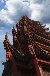 仰视红色寺庙建筑
