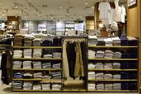服装店的陈列柜