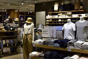 服装店的铺货
