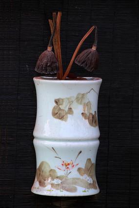 瓷壁壶插花莲蓬