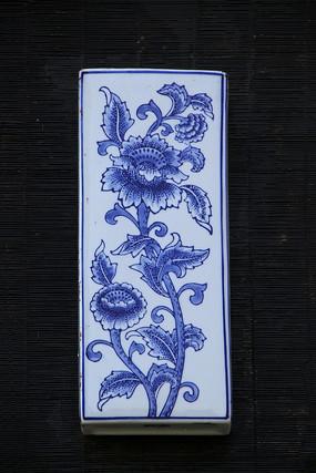 青花瓷壁壶插花菊花