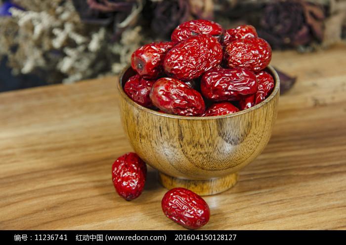 一碗红枣图片