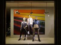 德国服装店休闲装橱窗展示