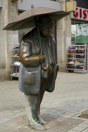 德国汉诺威城市雕塑-撑伞的人