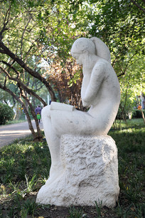 读书城市雕塑