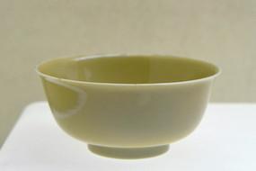 清代康熙米色釉碗