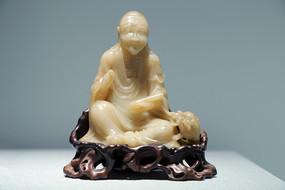 芙蓉石伏狮罗汉坐像