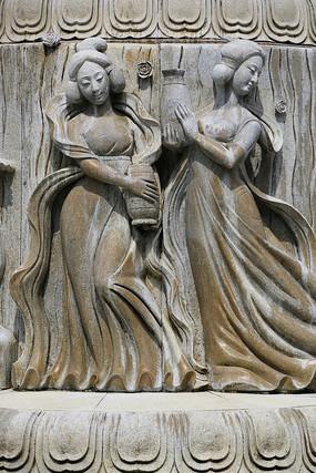 唐代美女浴女木雕像