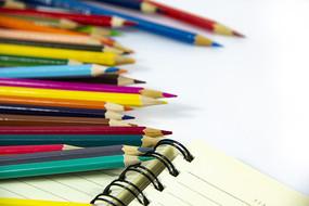 多彩彩色铅笔