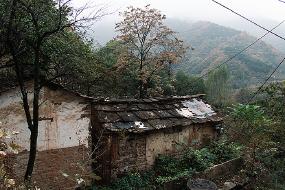 太行山殘破的鄉村老屋