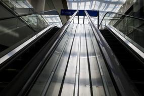 候机大厅上下电梯
