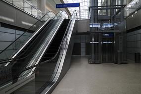 候机大厅自动扶梯
