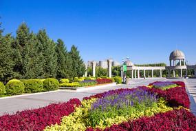 广场鲜花步道