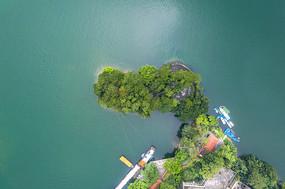 鸟瞰湖泊岛屿码头