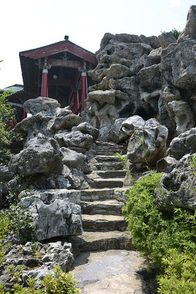 太湖石假山长廊
