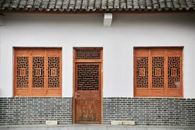 羌族现代木雕窗户门
