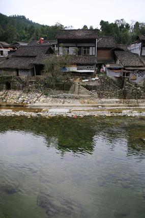 溪水岸民居青木川