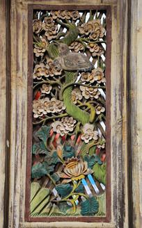 清代木雕门花鸟图案