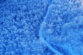 航拍大兴安岭林海雪原山路