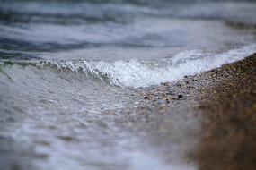 沙粒与湖水