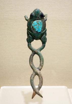 蛇衔蛙铜饰件