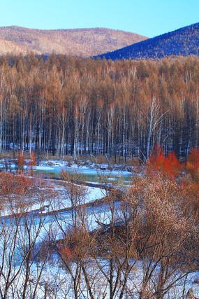 大兴安岭早春雪原冰封河流