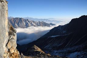 二层山绝壁、云海和田海子山